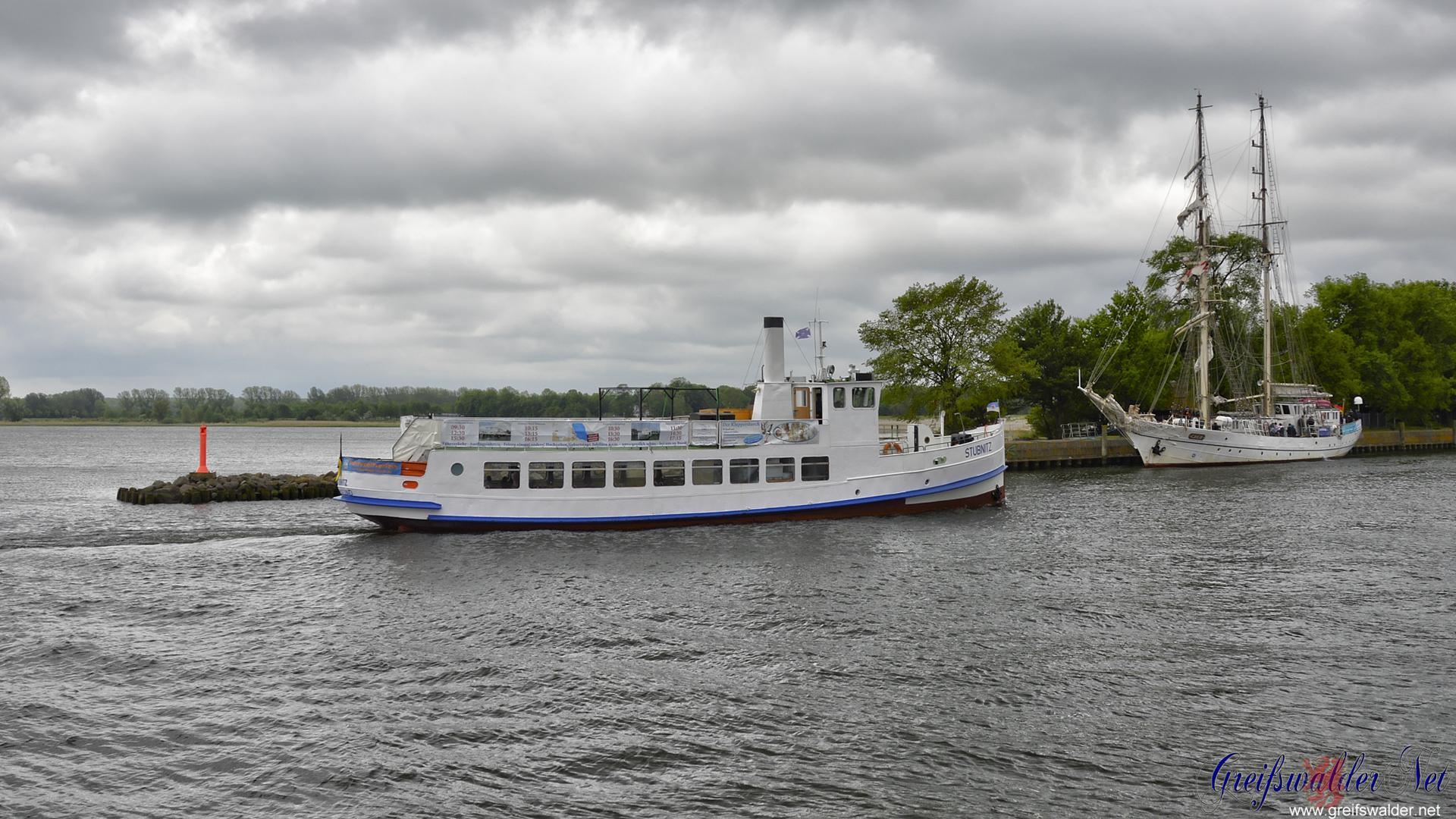 Segelschulschiff Greif und MS Stubnitz in Greifswald-Wieck