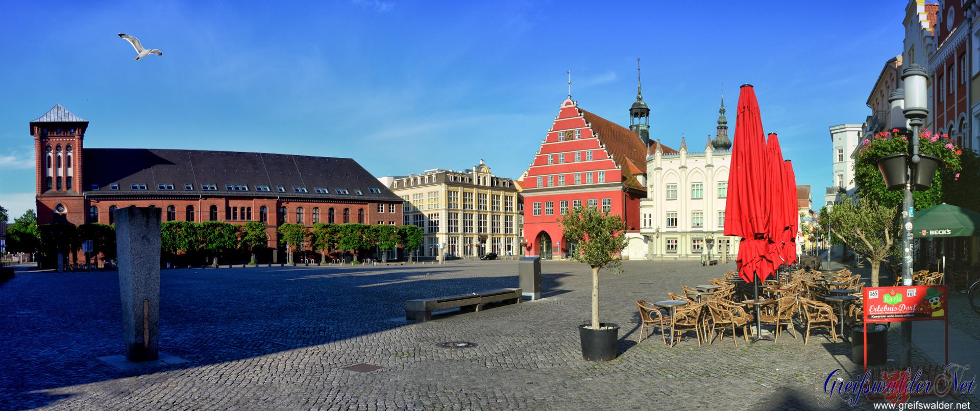 Pfingstmontag-Morgen auf dem Marktplatz in Greifswald