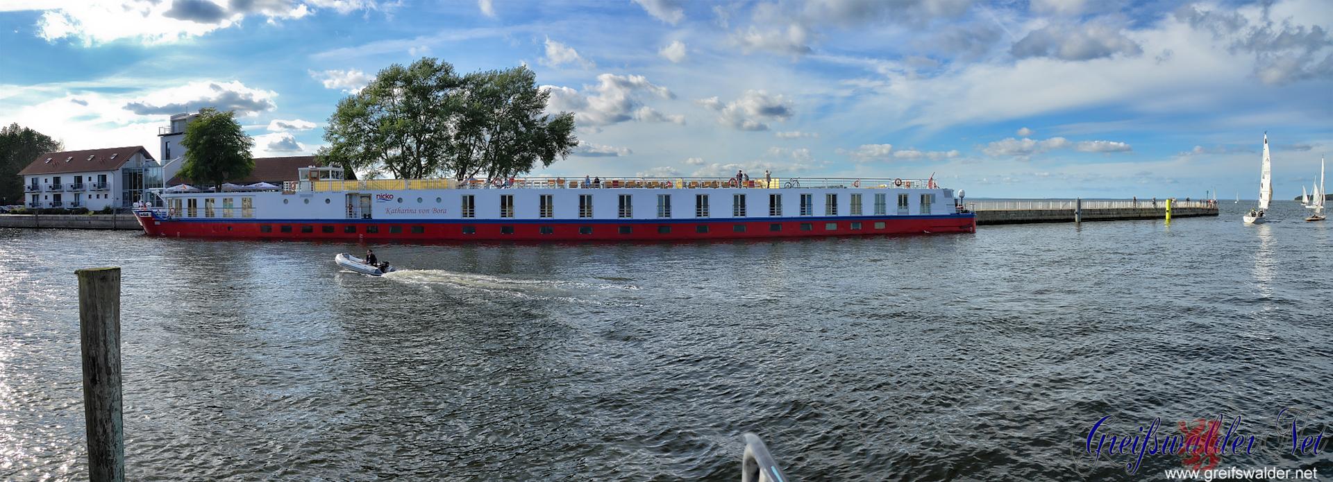 """Flusskreuzfahrtschiff """"Katharina von Bora"""" in Greifswald-Wieck"""