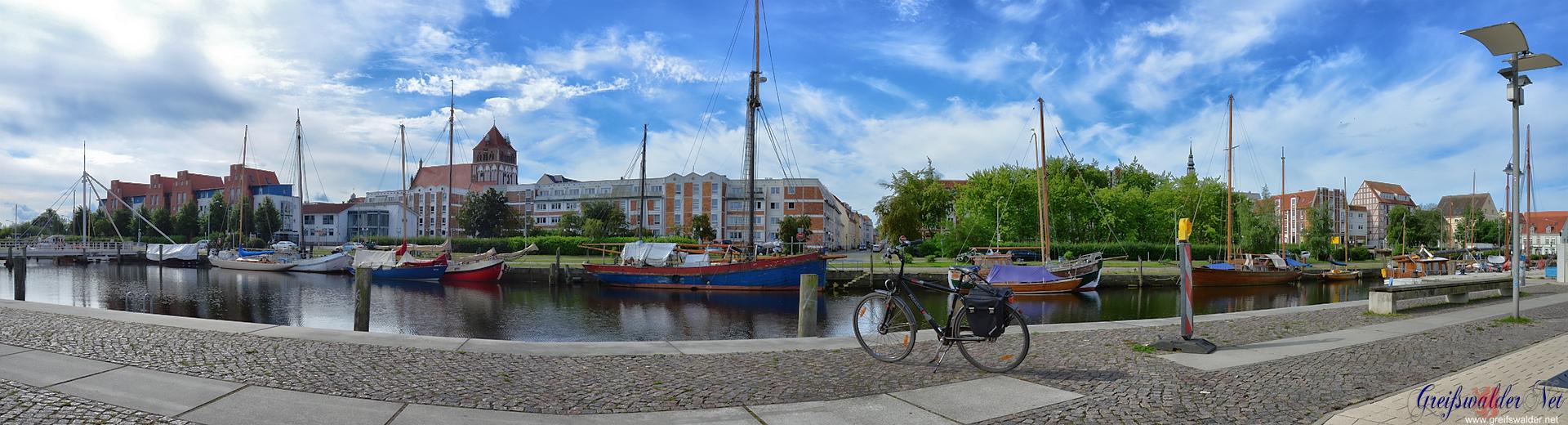 Pause am Museumshafen in Greifswald