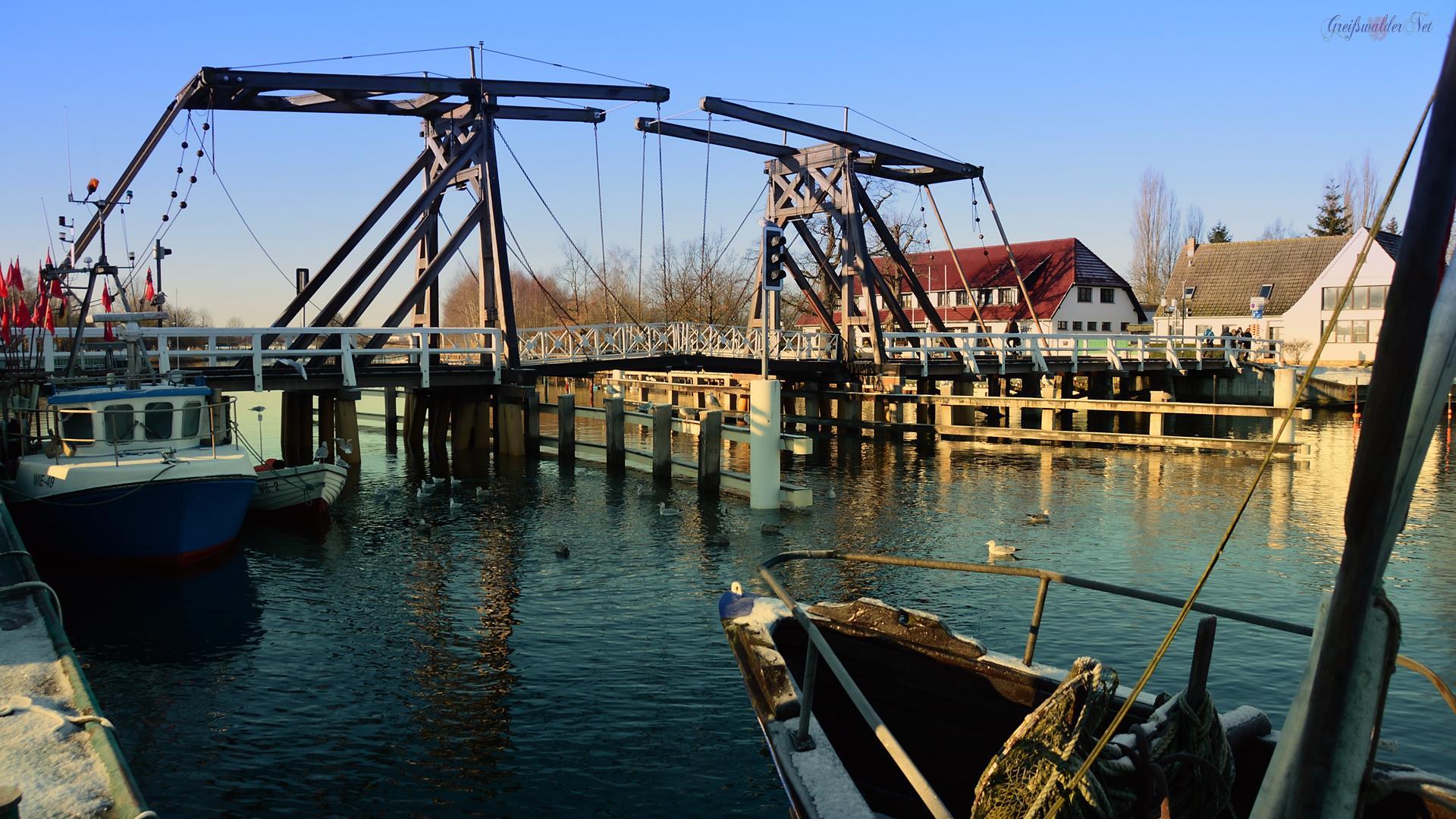 Brücke in Greifswald-Wieck im Dezember