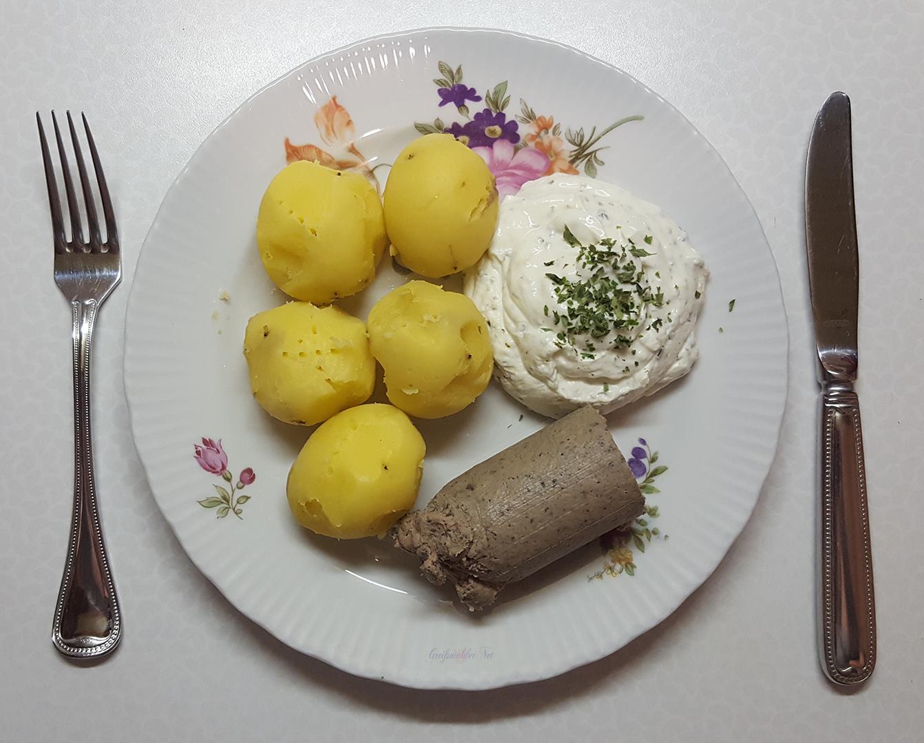 Pellkartoffeln mit Kräuterquark und Leberwurst