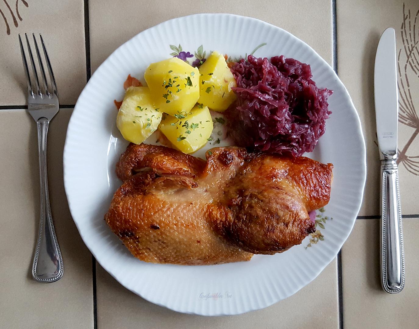 Entenbrust mit Rotkohl und Kartoffeln
