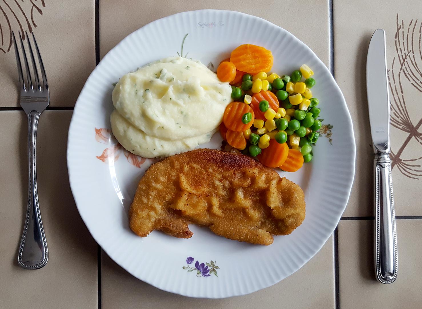 Schnitzel mit Kartoffelpüree und Mischgemüse