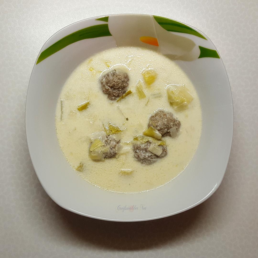 Käse-Lauch-Suppe mit Hackfleischbällchen