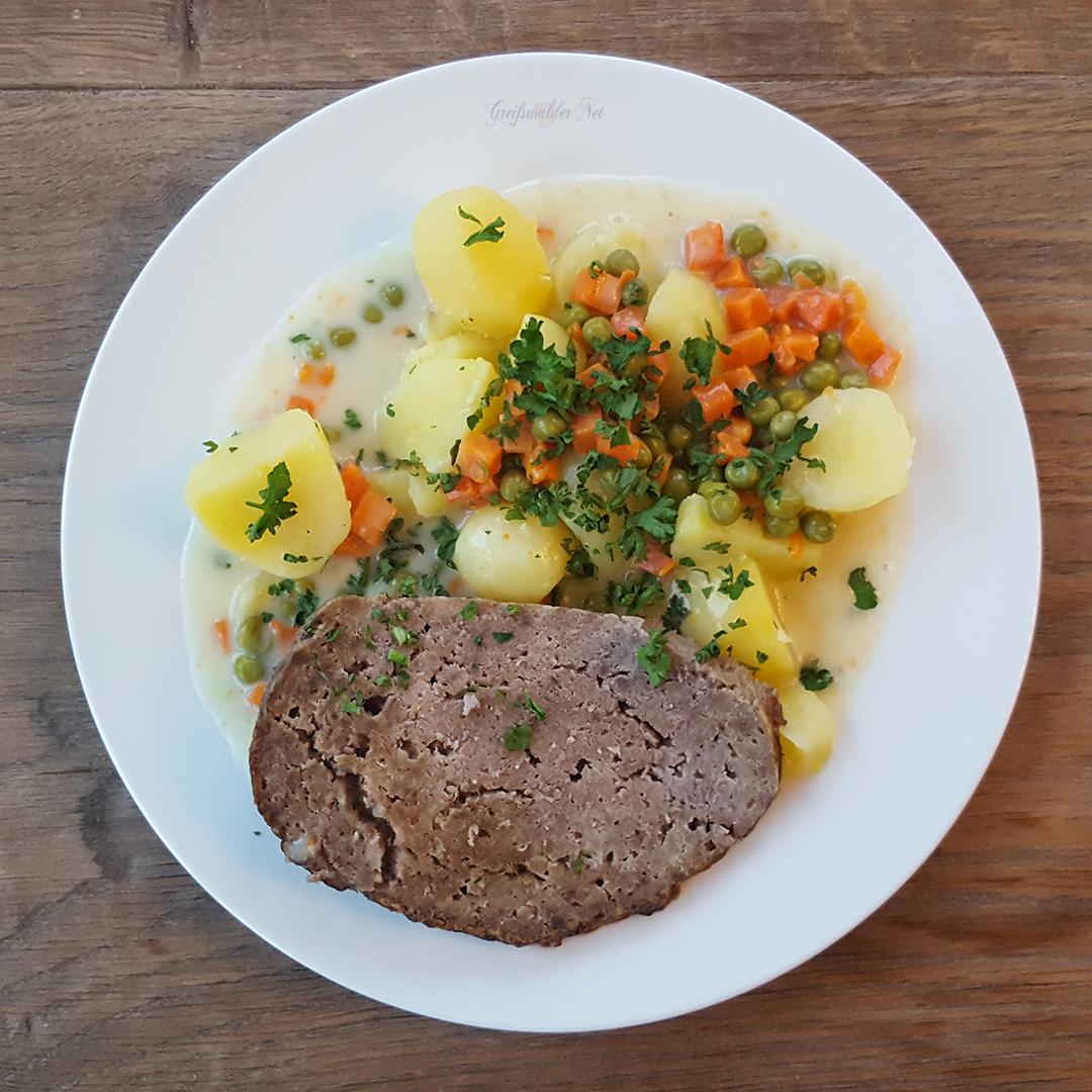 Falscher Hase mit Mischgemüse in Rahm und Salzkartoffeln