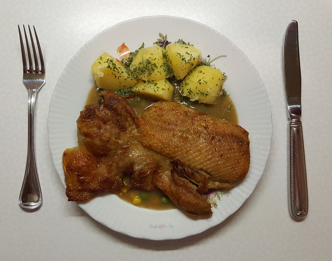 Entenbrust mit Kartoffeln und einer würzigen Gemüse-Sauce