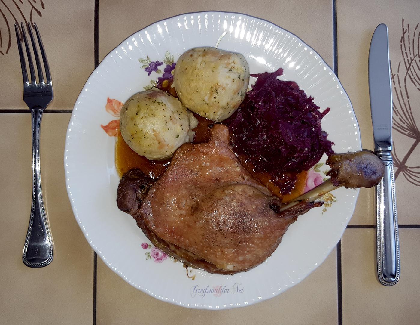 Barbarie Entenkeule mit Semmelknödel und Rotkohl