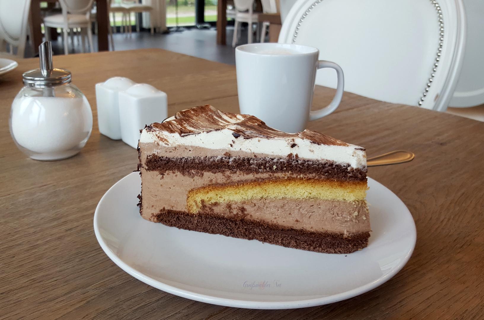 Kaffee und Torte im Boddenhus Greifswald