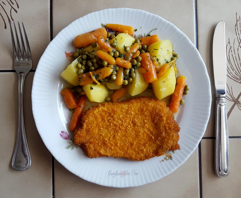 Schnitzel mit Salzkartoffeln und Mischgemüse