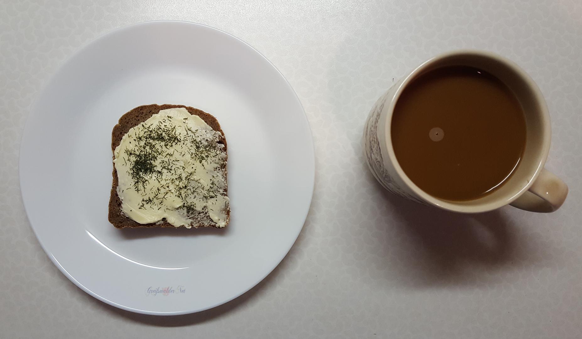Roggenbrot mit Dill, dazu ein Kaffee