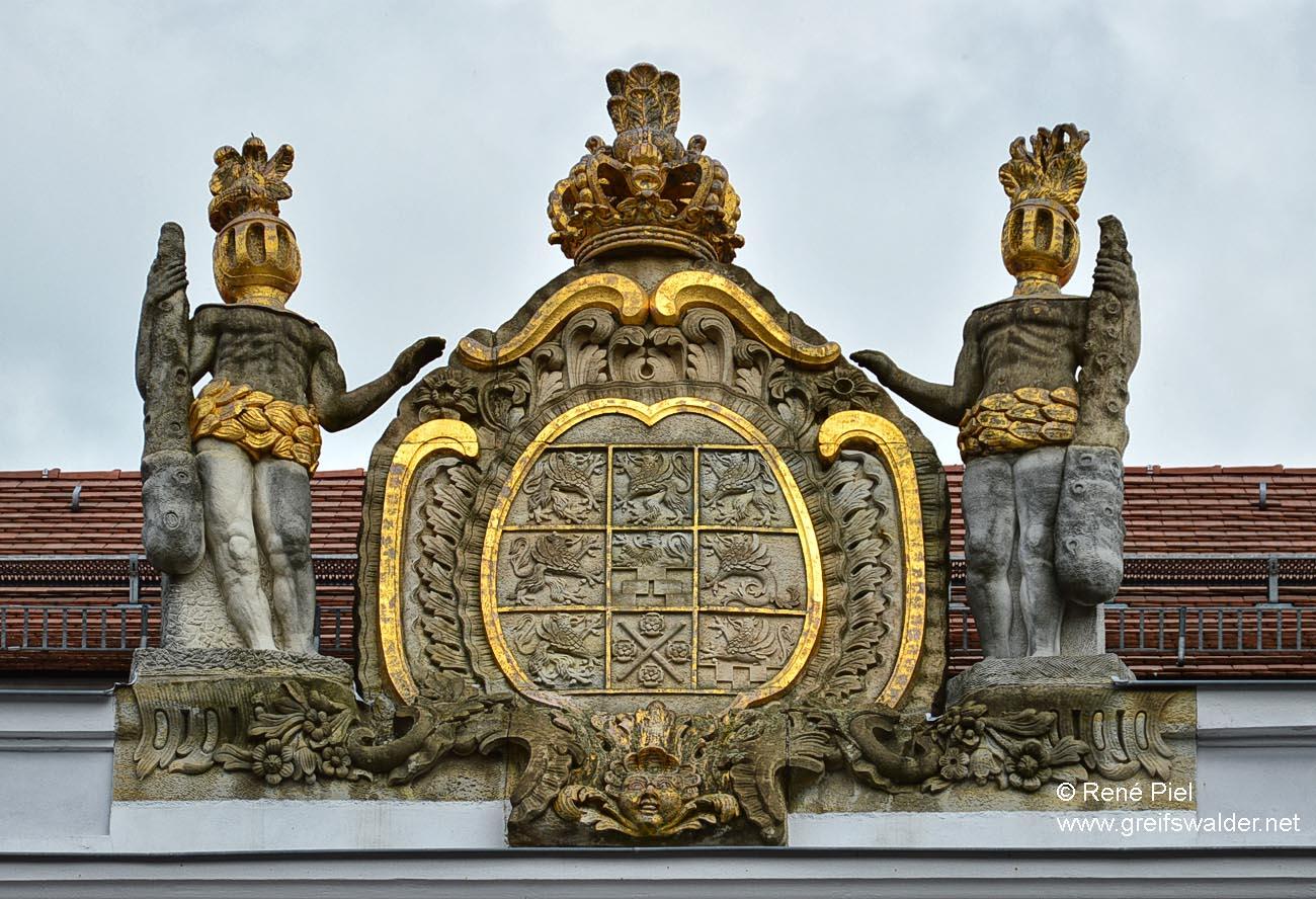 Pommersches Wappen am Universitätshauptgebäude in Greifswald