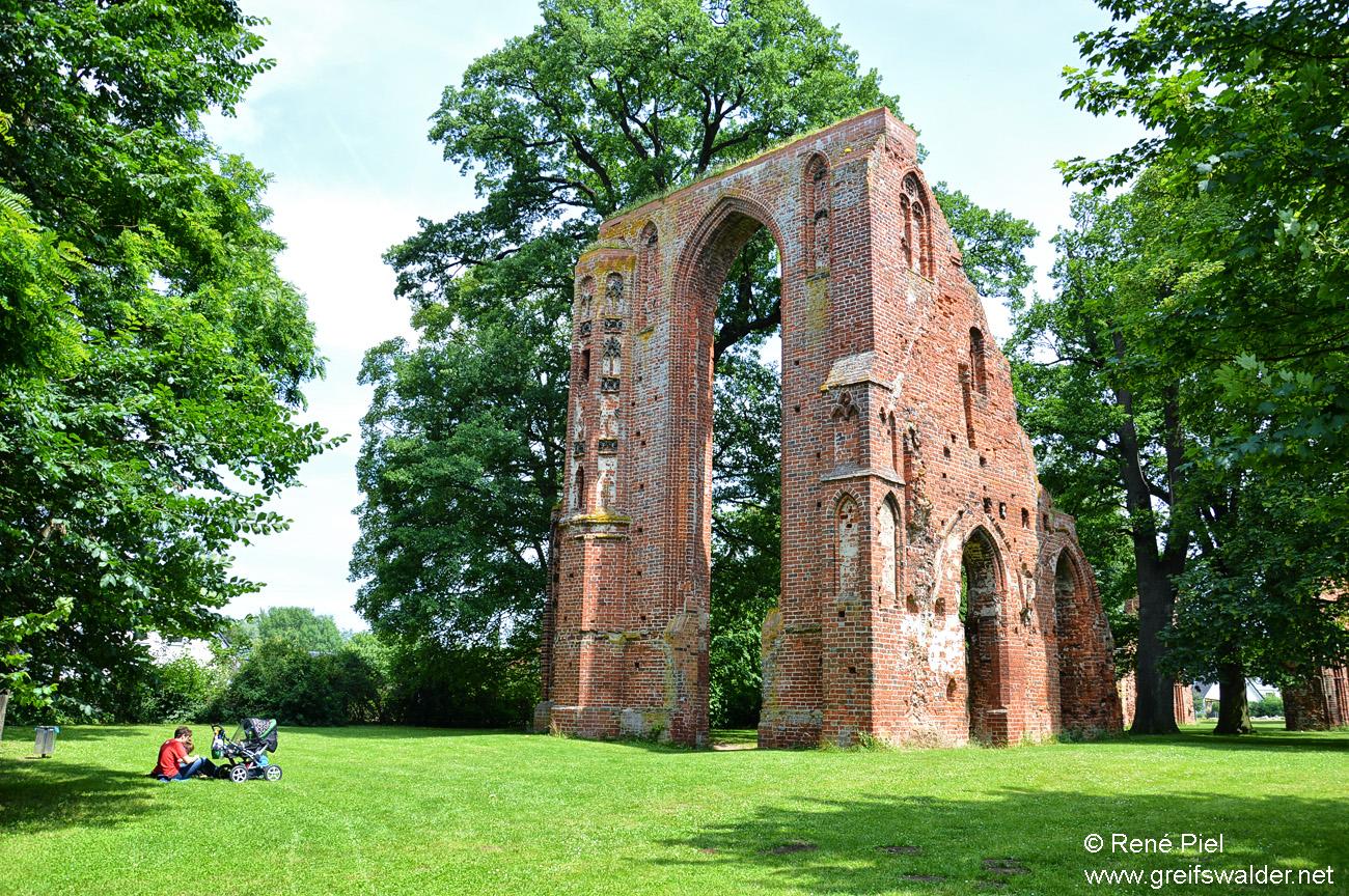 Erholung in der Klosterruine Greifswald-Eldena