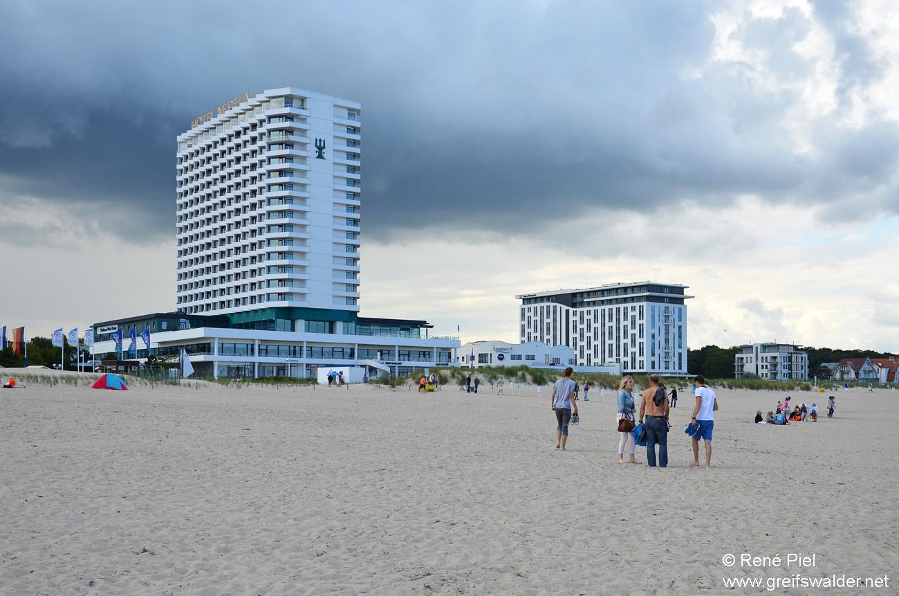 Warnemünde - Hotel Neptun und Strand