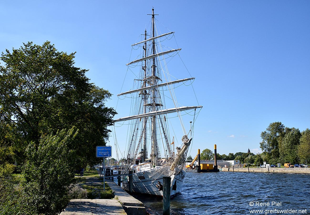 """Segelschulschiff """"Greif"""" im Heimathafen Greifswald-Wieck"""