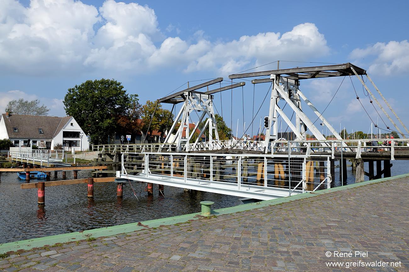 Wiecker Brücke (mit Behelfsbrücke)