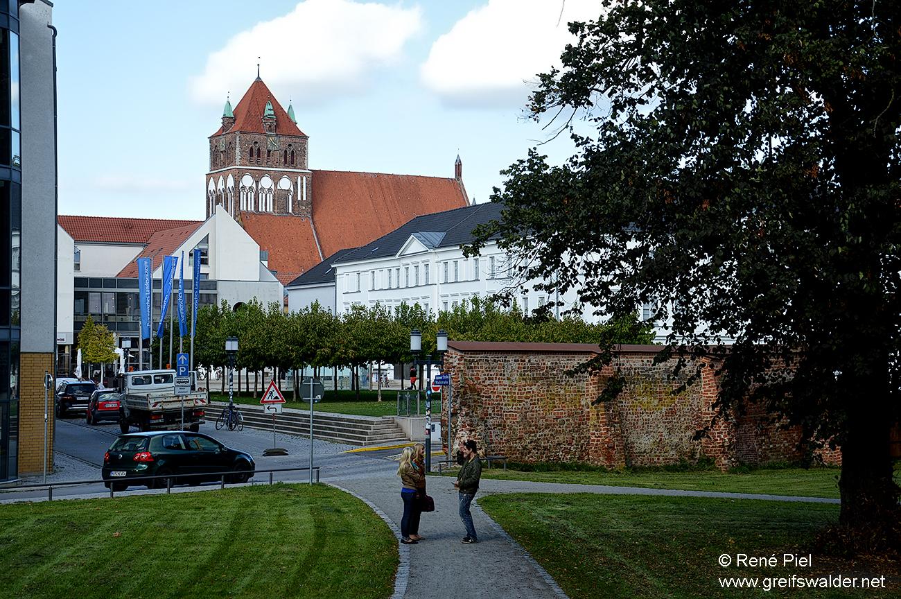 Stadtmauer, Pommersches Landesmuseum und Marienkirche in Greifswald