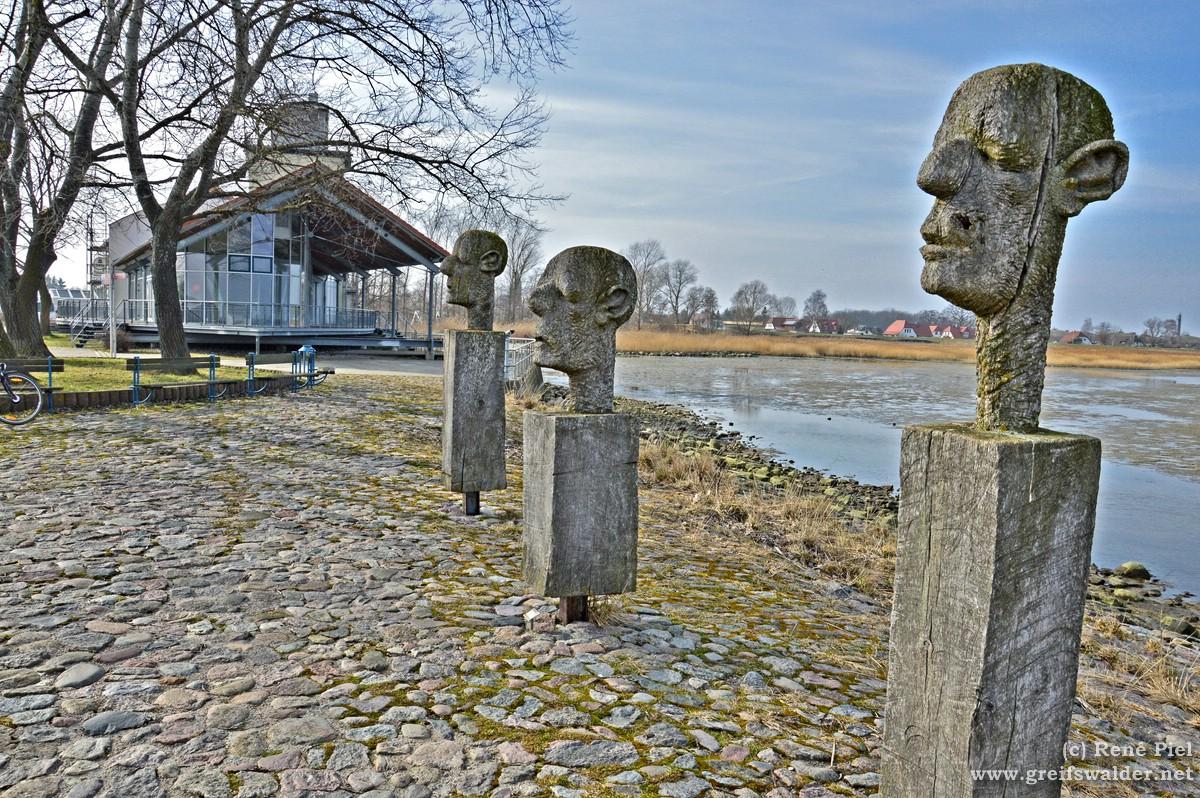 Skulpturen am Utkiek in Greifswald-Wieck