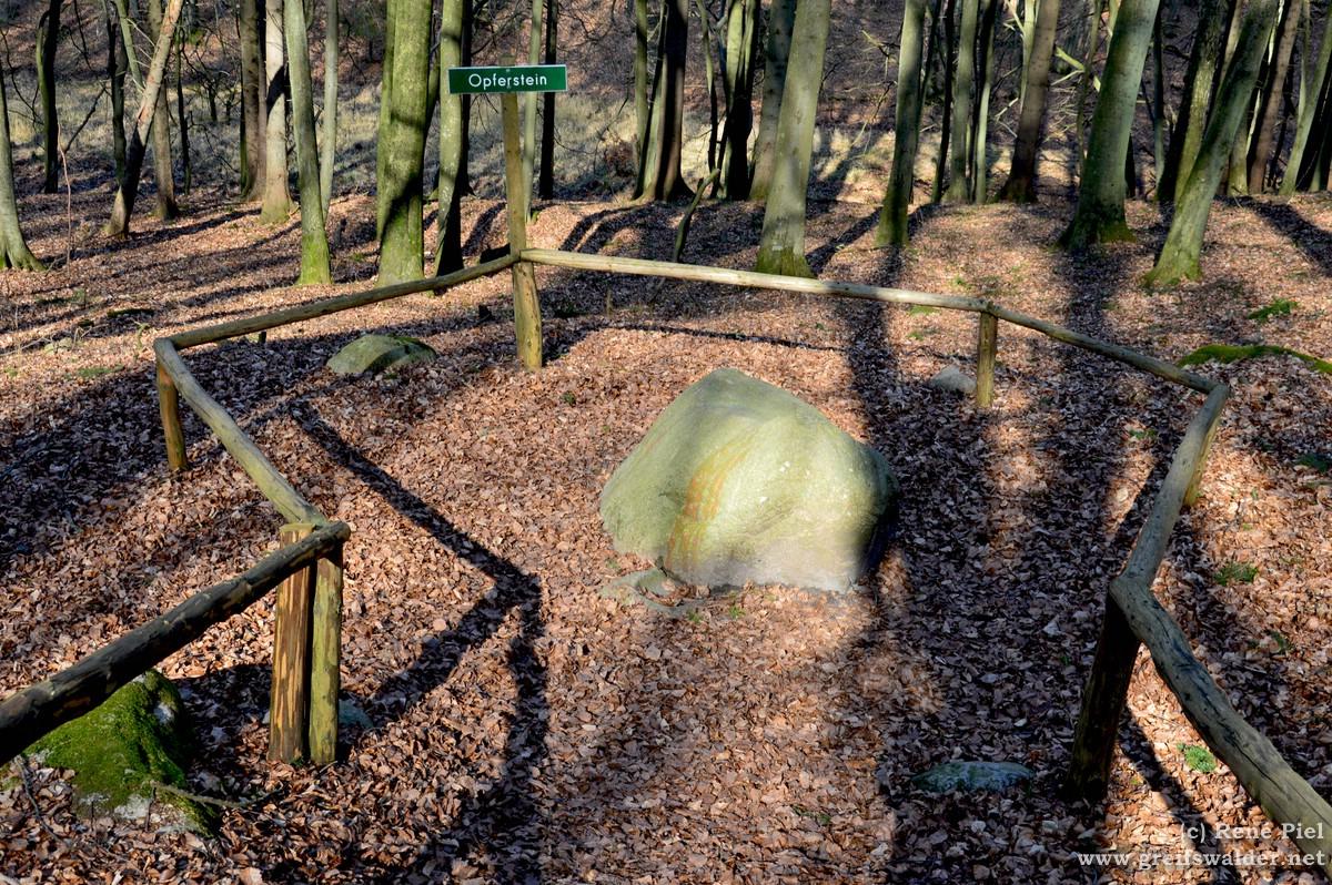 Opferstein bei der Herthaburg