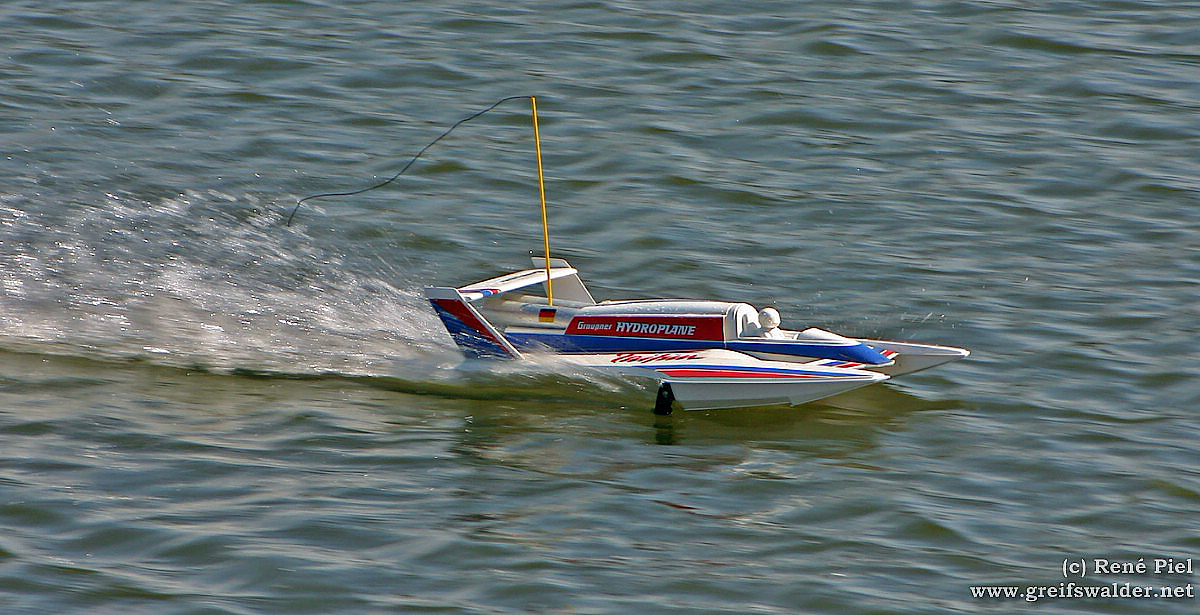 Rennboot-Modell
